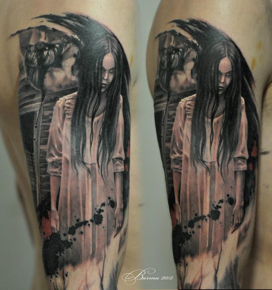 Tatuaggio sul braccio di un film horror