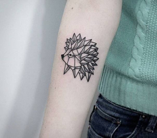 originale riccio inchiostro nero tatuaggio su braccio