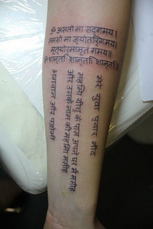 Interesting vertical and horizontal foreign language quoters tattoo on arm