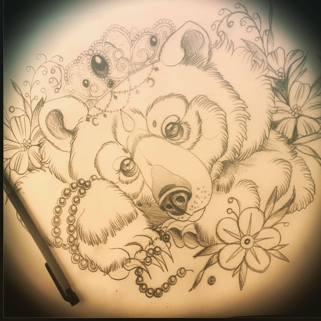 Lovely crowned bear with flowers and bead decorations tattoo design