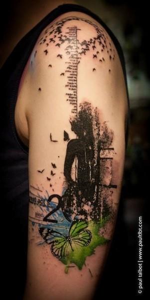 Tatuaggio del braccio colorato di colore moderno con immondizia polka huma con batterflies