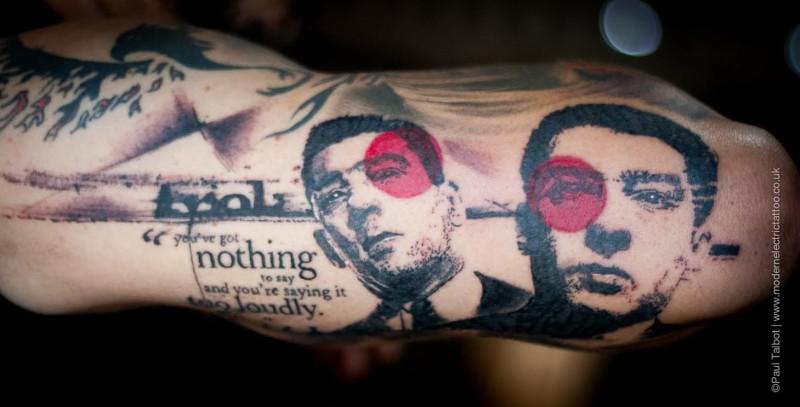 Tatuaggio del braccio di vecchio stile trash polka del ritratto dell&quotuomo con l&quotiscrizione