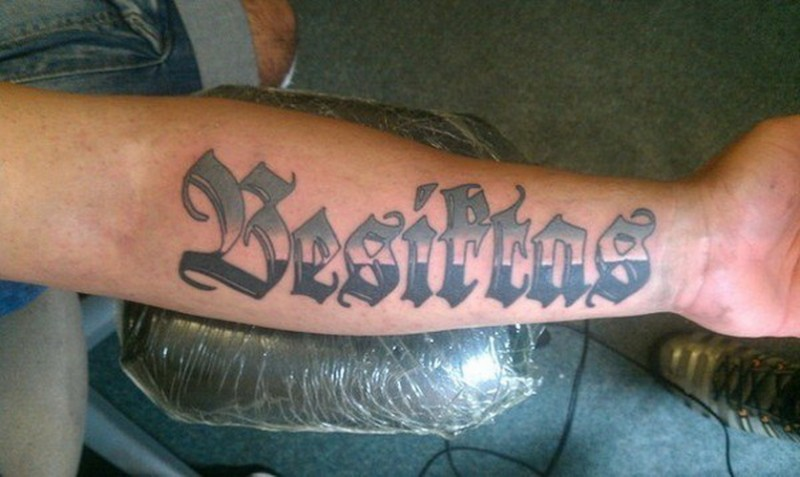 citazione originale colorato tatuaggio su braccio