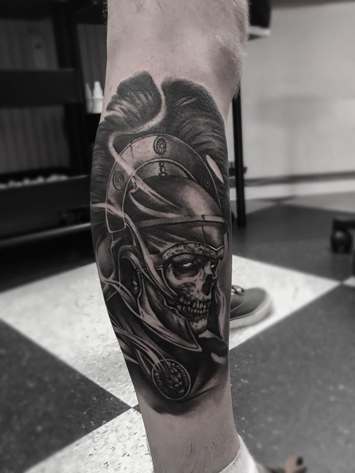 Rome legioner skull tattoo on leg