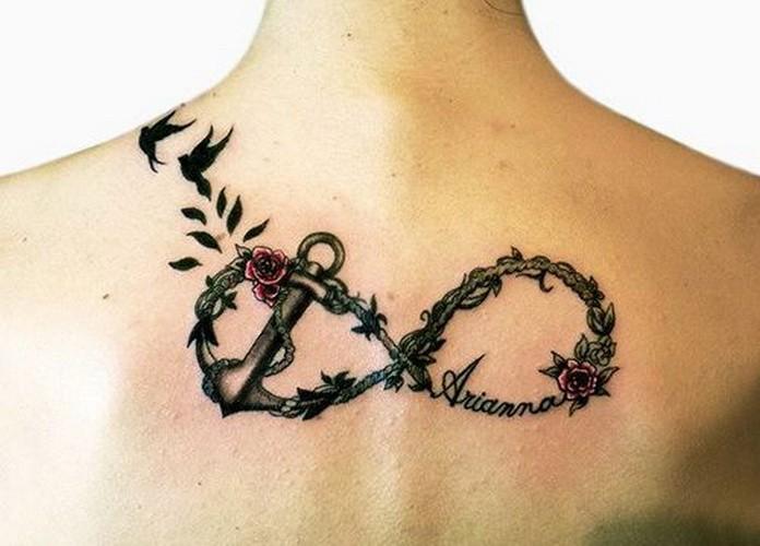 rose petali uccelli ancora simbolo infinito tatuaggio su schiena
