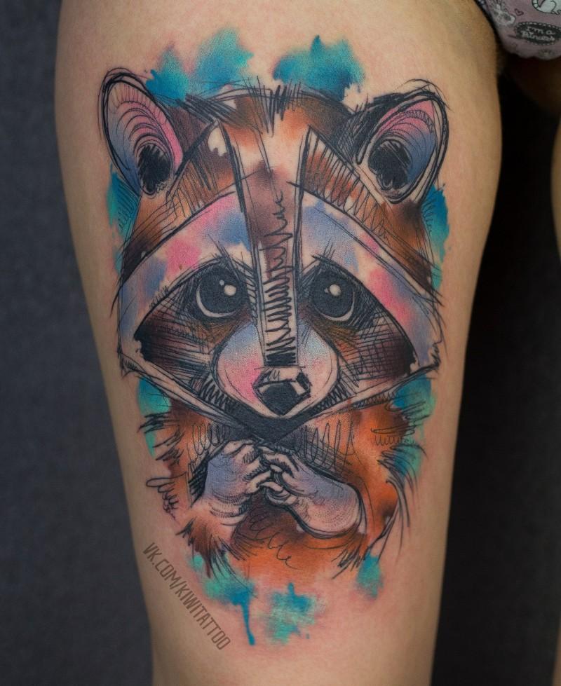 Tatuaggio racoon con grafica schizzo sulla coscia