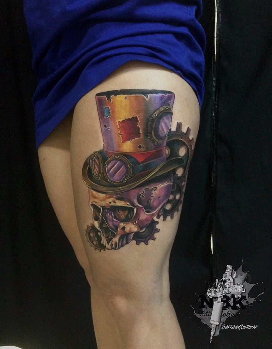 Steampuk style skull tattoo on leg