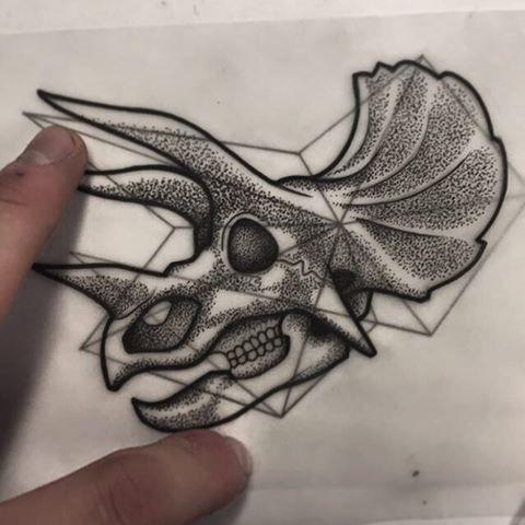 Superb grey-ink dinosaur skull with wide horns tattoo design