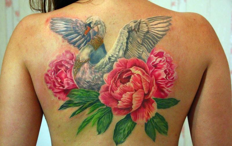 due grande fiori peonia rose tatuaggio su schiena