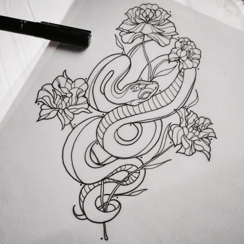 Uncolored reptile curled around flowers tattoo design