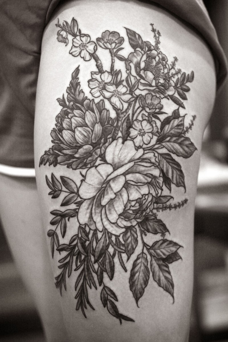 Black And White Flower Tattoos On Wrist: Wonderful Black-ink Flowers Tattoo On Thigh