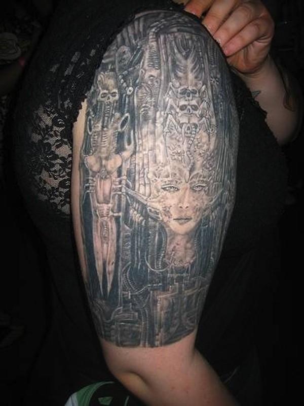 eccezionale nero cablato biomeccanico tatuaggio con scheletro e ragazza su braccio