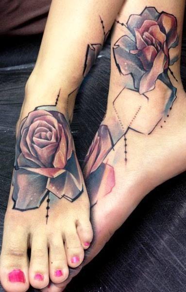 astratto stile geometrico fiore rosa colorato tatuaggio su piede