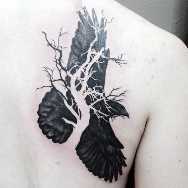 astratto stile meta corvo meta albero tatuaggio su scapola