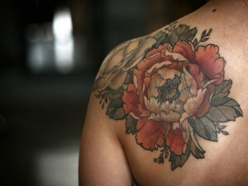 Accurate looking stylish shoulder tattoo of gorgeous flowers