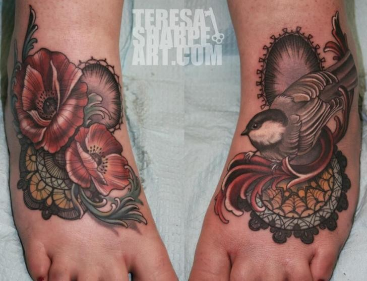 Accurate painted detailed looking feet tattoo of beautiful flowers and bird