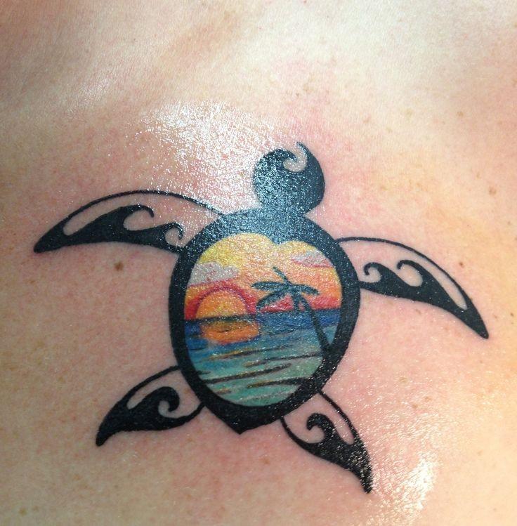 incredibile tartaruga inchiostro nero con tramonto tatuaggio