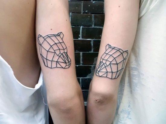incredibile linee  neri testa di orso tatuaggio sul braccio