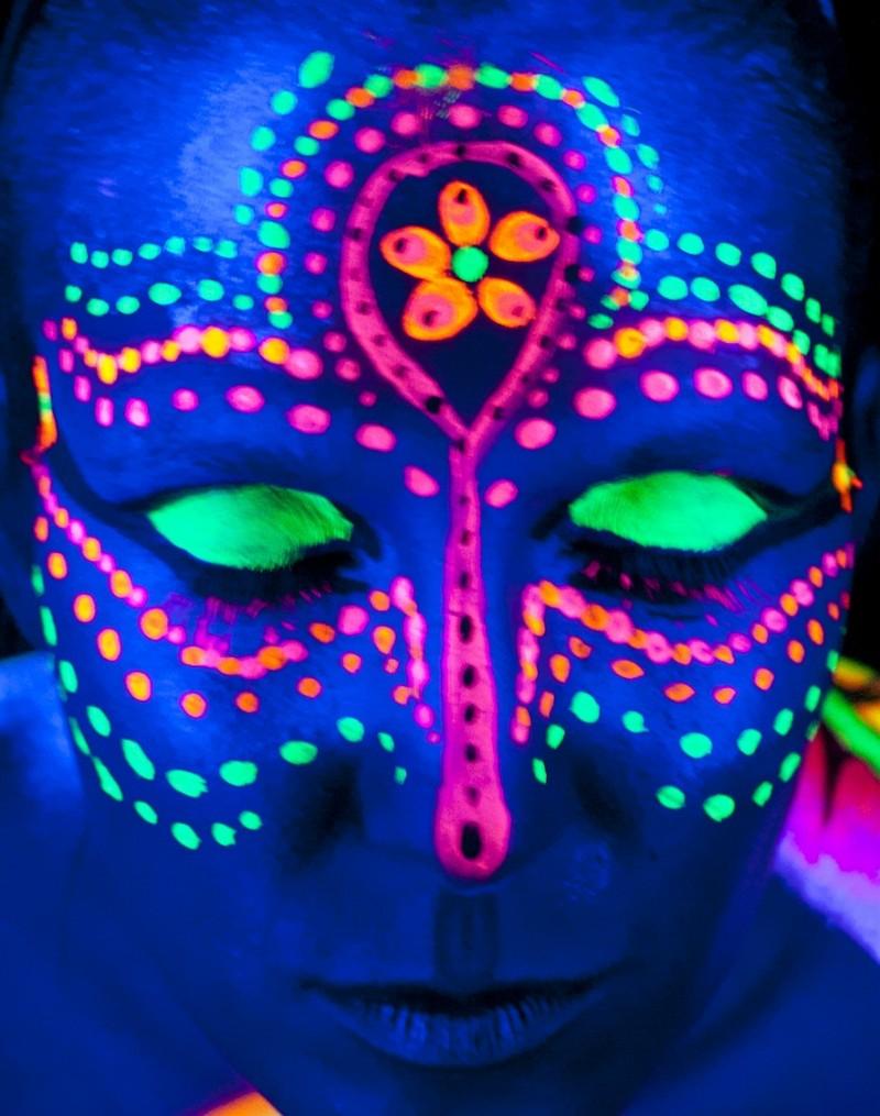 Amazing black light tattoo on the face