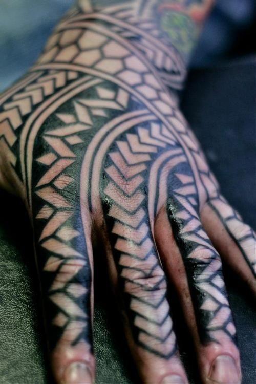 amazing black polynesian tattoo on hand. Black Bedroom Furniture Sets. Home Design Ideas