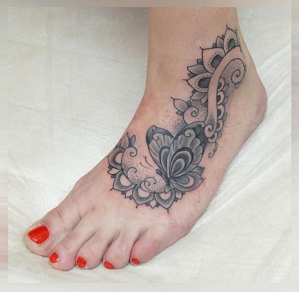 eccezionale bellissimo tatuaggio modello farfalla sexy su piede