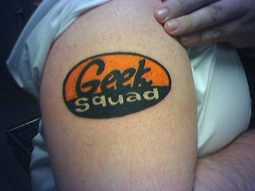 meraviglioso colorato disadattato tatuaggio sulla spalla