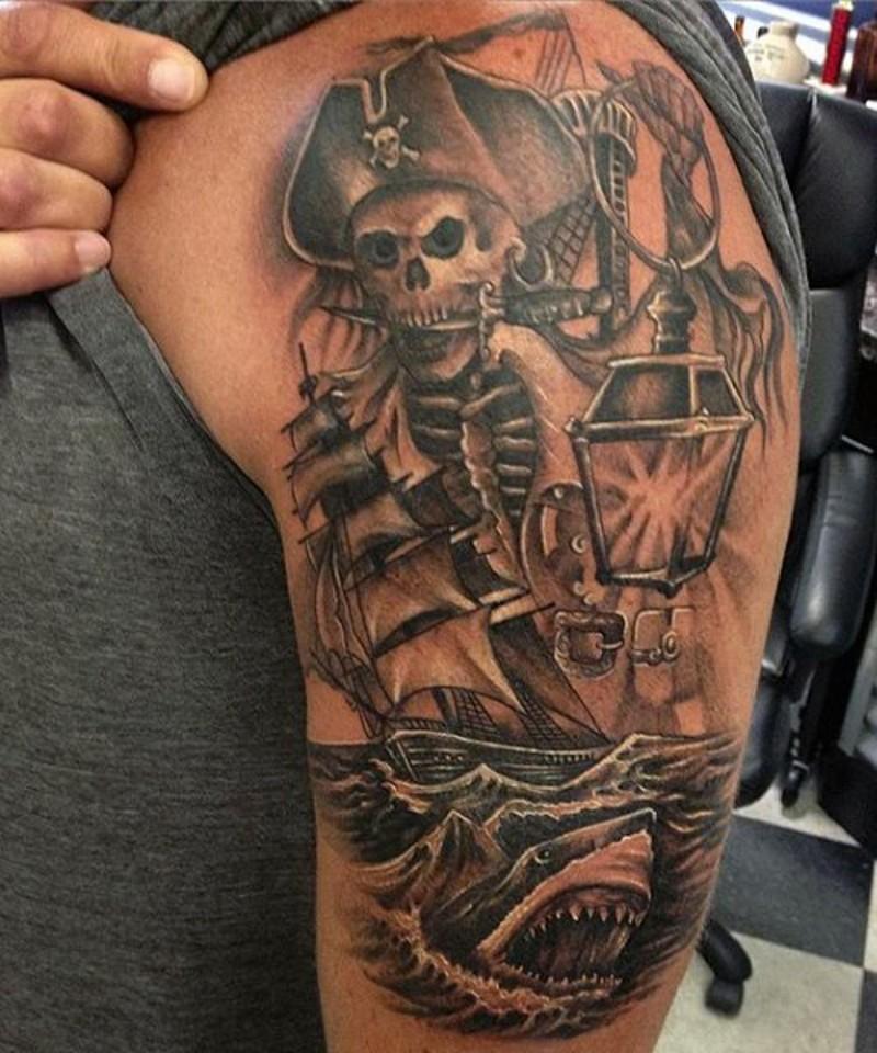 Тату пират