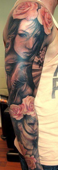 Tatuaje en el brazo completo,  chicas con flores en el pelo