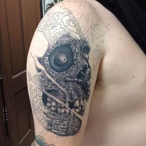incredibile idea di cranio tatuaggio a mezza manica