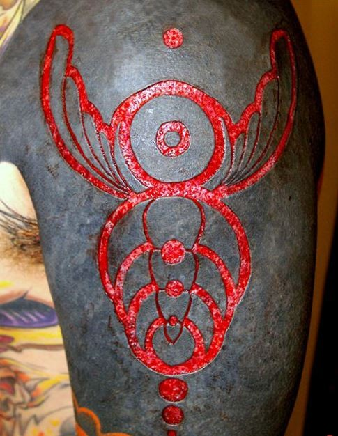 amazing skin scarification on shoulder. Black Bedroom Furniture Sets. Home Design Ideas