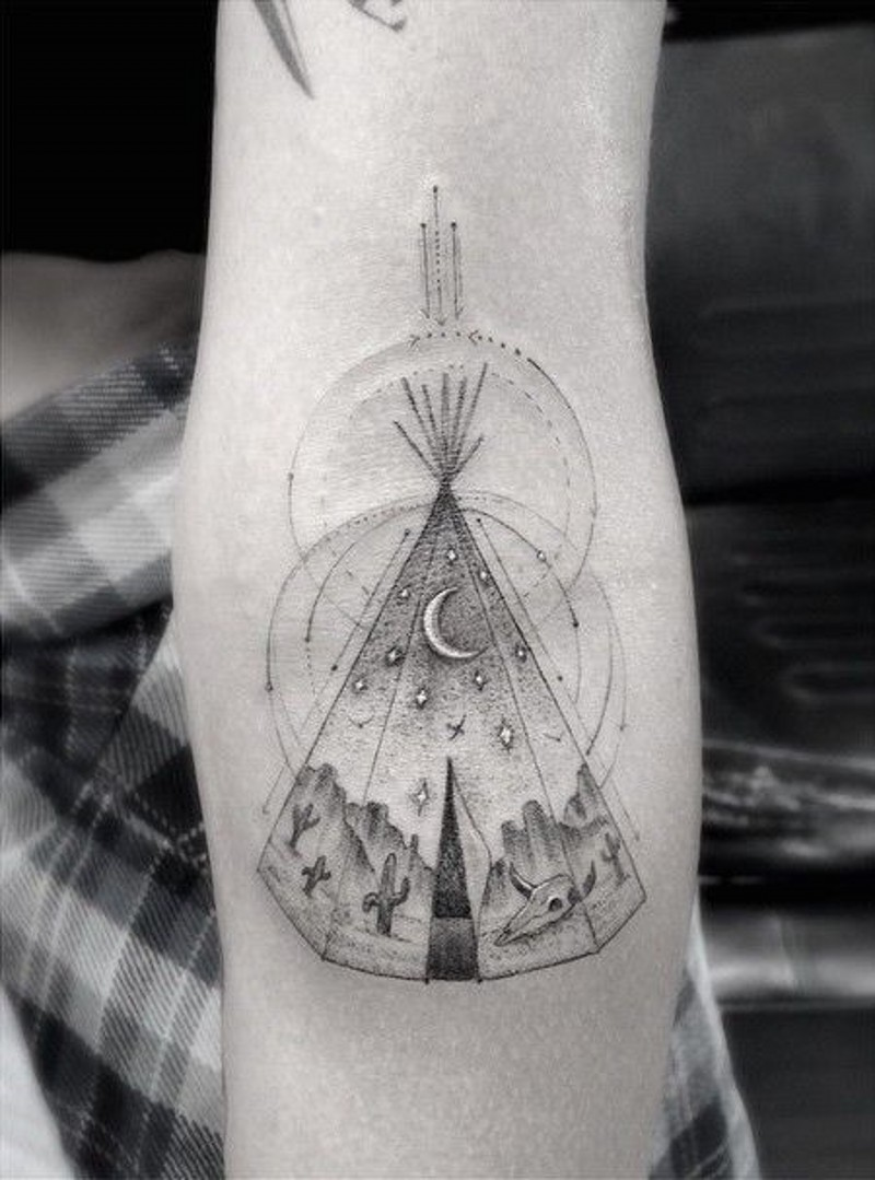 americano nativo geometrico tubo indiano tatuaggio su braccio