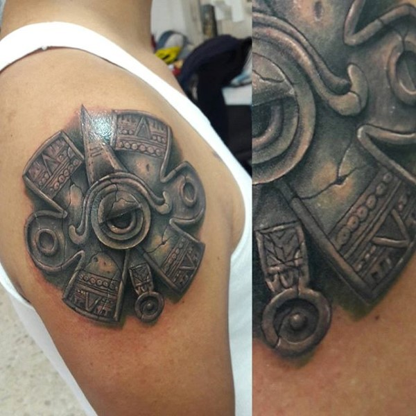 Ancient like colored shoulder tattoo of Mayan statue