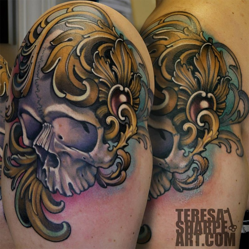 Antic like colored shoulder tattoo of natural looking skull