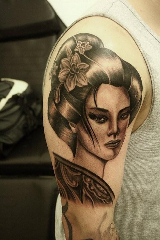 stile Asiatico grande dettagliato nero e bianco ritratto geisha tatuaggio su spalla