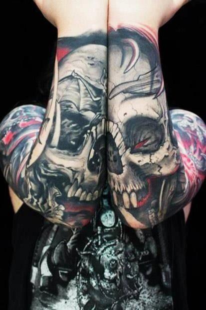 stile Asiatico multicolore cranio di mostro tatuaggio ambedue braccia