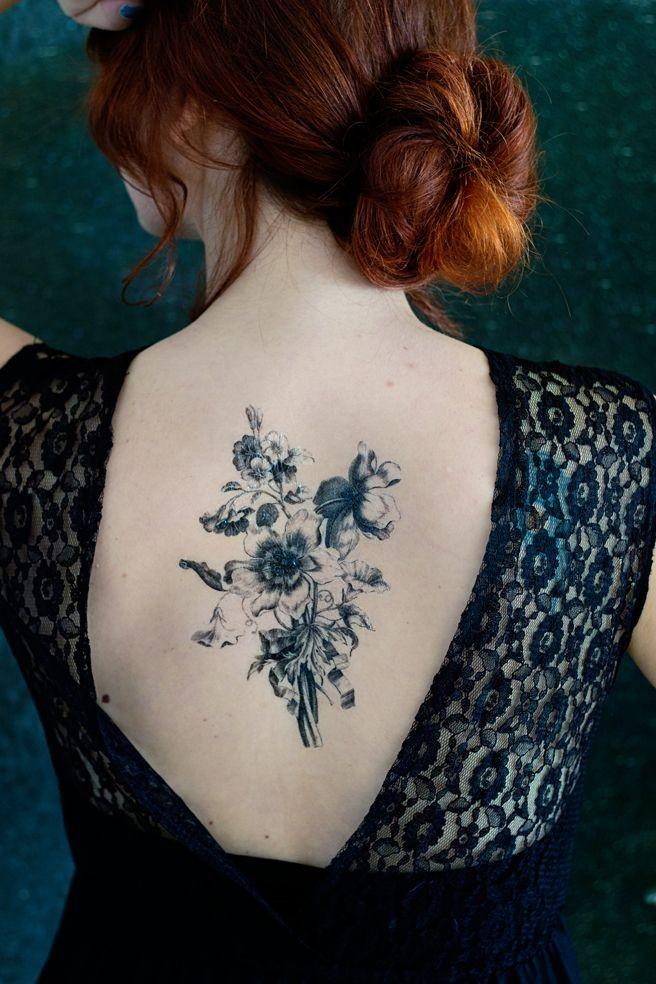 Mazzo Di Fiori Tatuaggio.Eccezionale Mazzo Di Fiori Di Campo Neri Tatuaggio Sulla Schiena