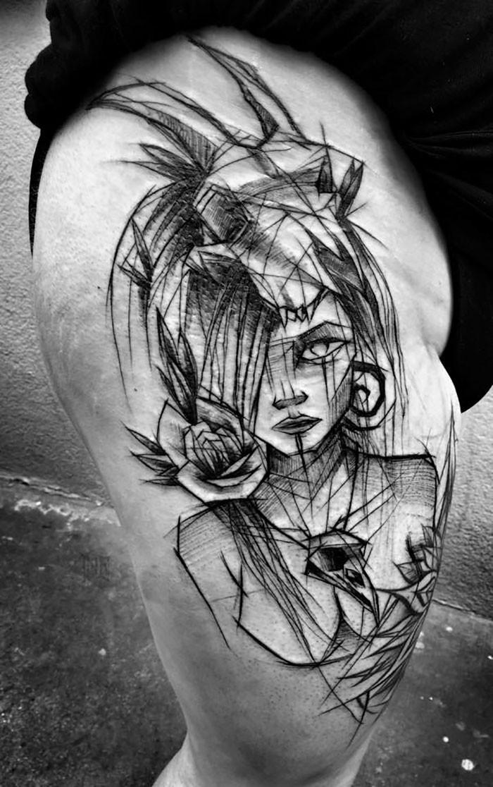 Awesome schwarze Tinte skizzieren Stil Oberschenkel Tattoo der alten Frau von Inez Janiak