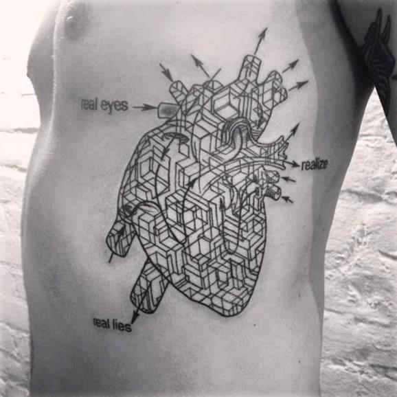 Tatuaje en las costillas, esquema del corazón