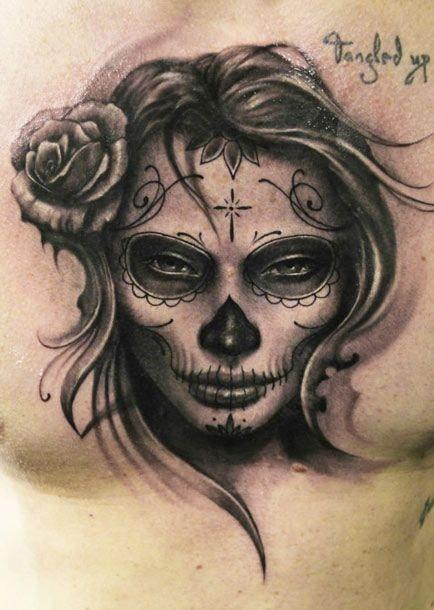 incredibile inchiostro nero giorno dei morti tatuaggio sul petto