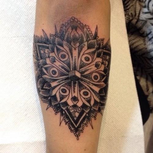eccezionale inchiostro grigio fiore mandala tatuaggio su braccio