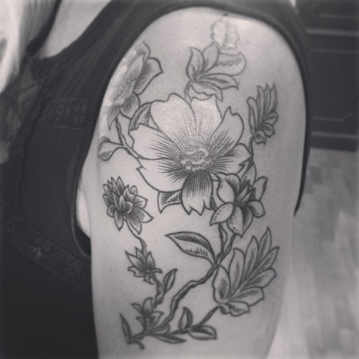 Awesome gray-ink vintage flowers tattoo on upper arm