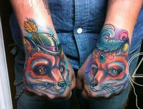 eccezionale idea di volpi tatuaggio sulle mani
