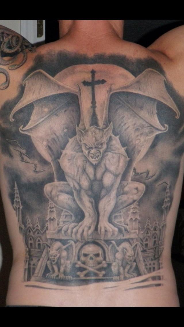 eccezionale idea di gargoyle tatuaggio pieno di schiena