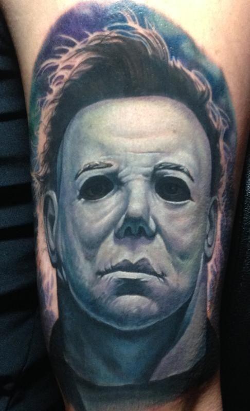 impressionante michael myers orrore tatuaggio