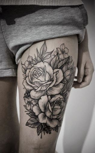 Awesome painted black and white big roses with tattoo on thigh