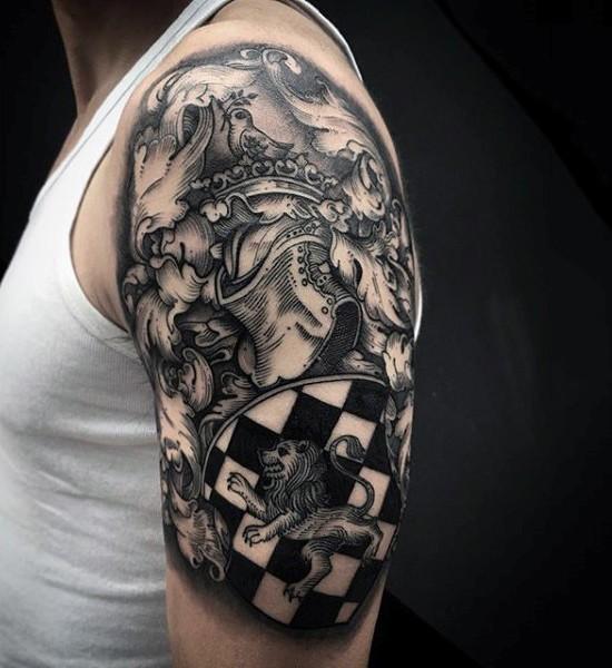 eccezionale dipinto nero e bianco armatura di cavaliere con scudo tatuaggio su spalla