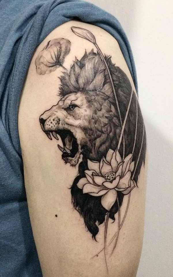 Awesome painted black and white roaring lion shoulder for Black and white lion tattoo