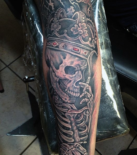 Awesome painted detailed and colored smoking king skeleton for Skeleton king tattoo