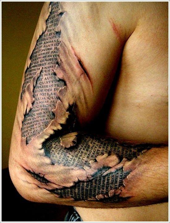 eccezionale testo sacrale da sotto pelle tatuaggio su braccio