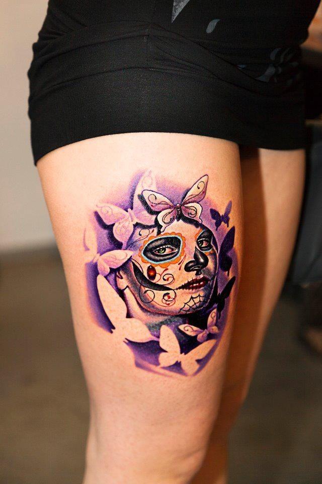 eccezionale ragazza santa morte tatuaggio sulla coscia